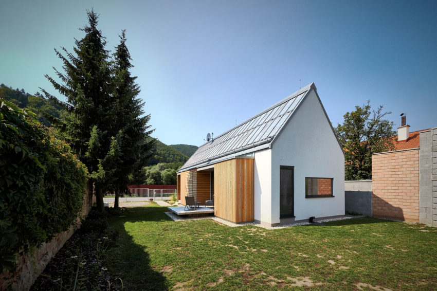 Wooden Brick House by Jaro Krobot (2)