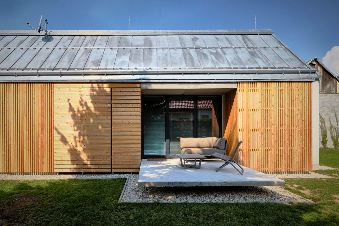 Wooden Brick House by Jaro Krobot (5)