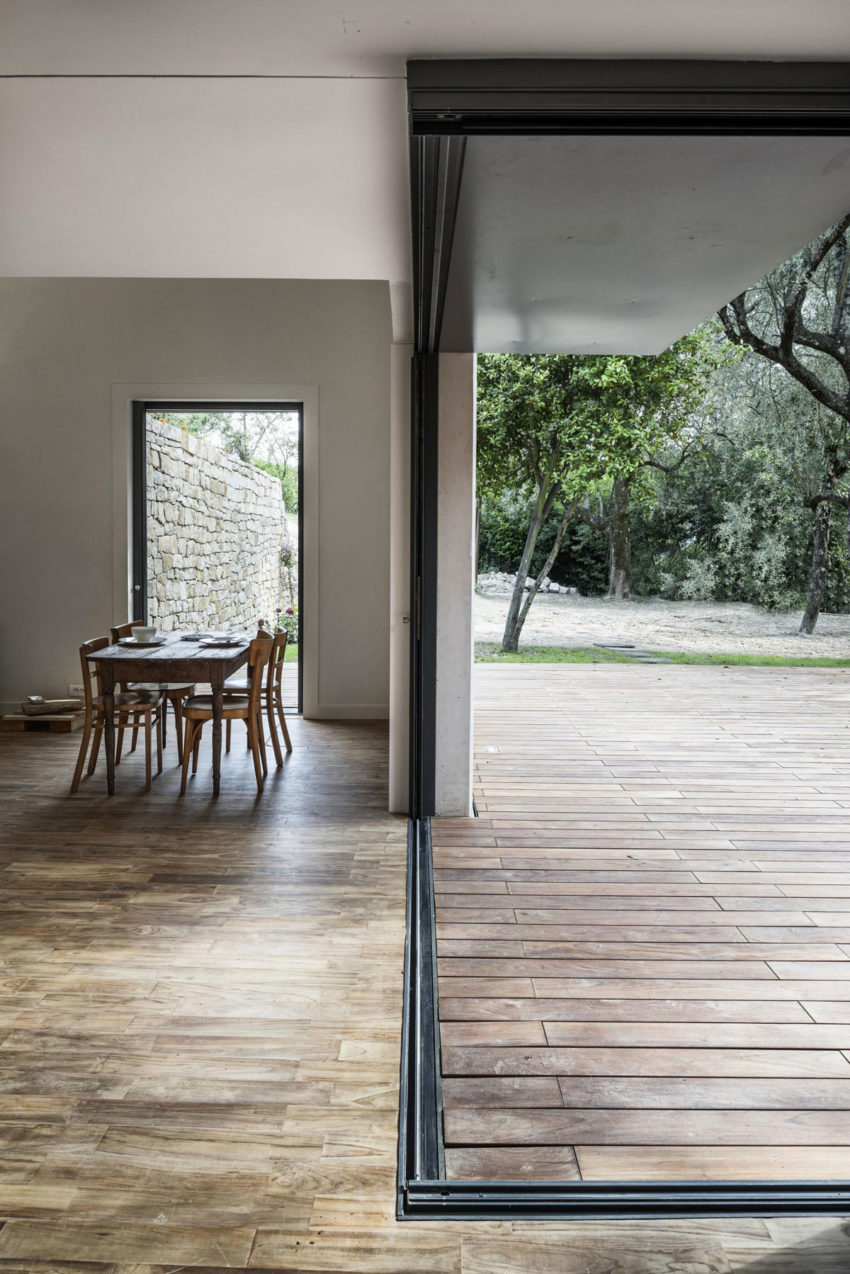 A Rural Home in Sclos de Contes by Cyril Chenebeau Arch (17)
