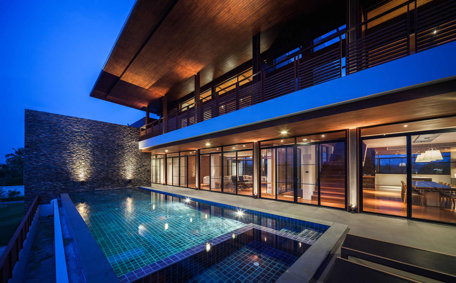 Junsekino Architect and Design Creates a Spacious Contemporary Home in Thailand