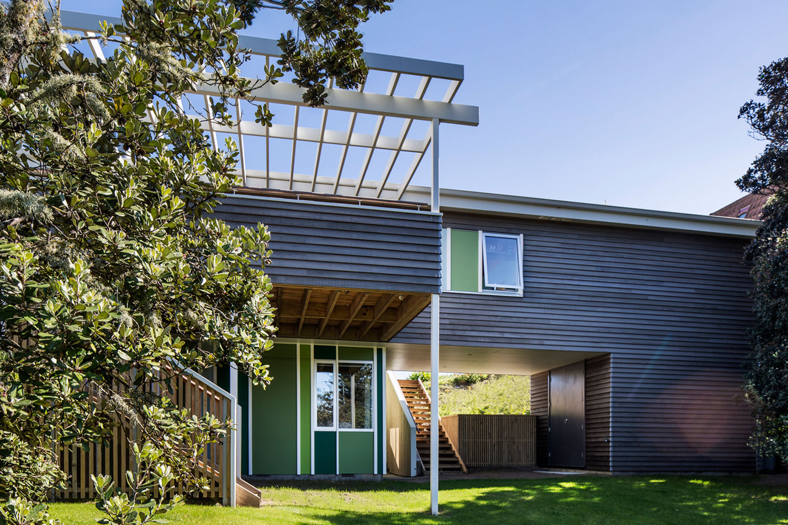 Parsonson Architects Renovate A Two Storey Cabin In Waikanae, New Zealand Design
