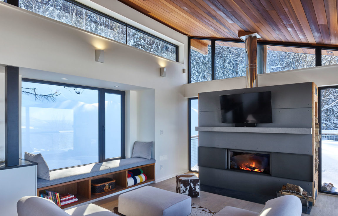 Laurentian Ski Chalet by Robitaille.Curtis (3)