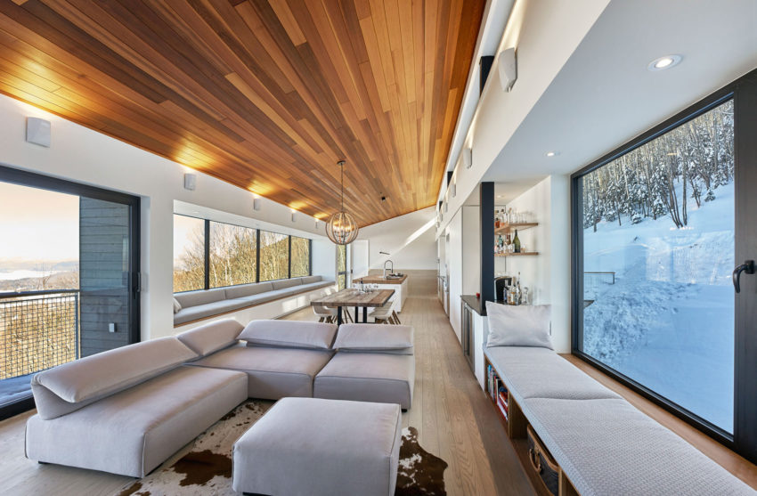 Laurentian Ski Chalet by Robitaille.Curtis (4)