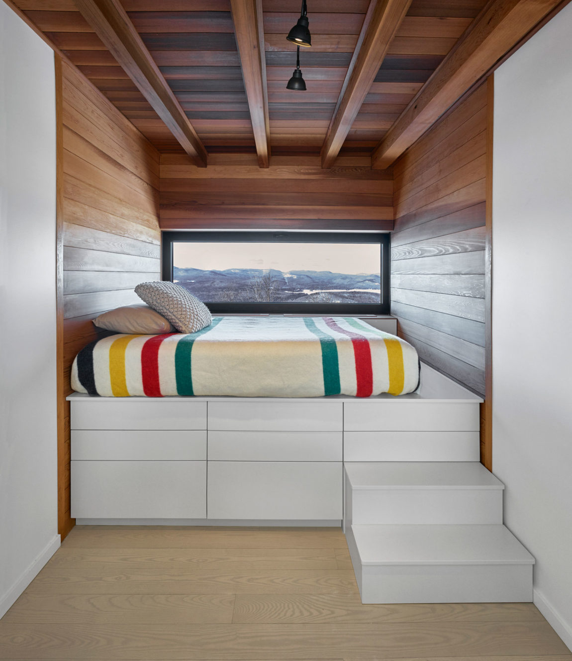 Laurentian Ski Chalet by Robitaille.Curtis (12)