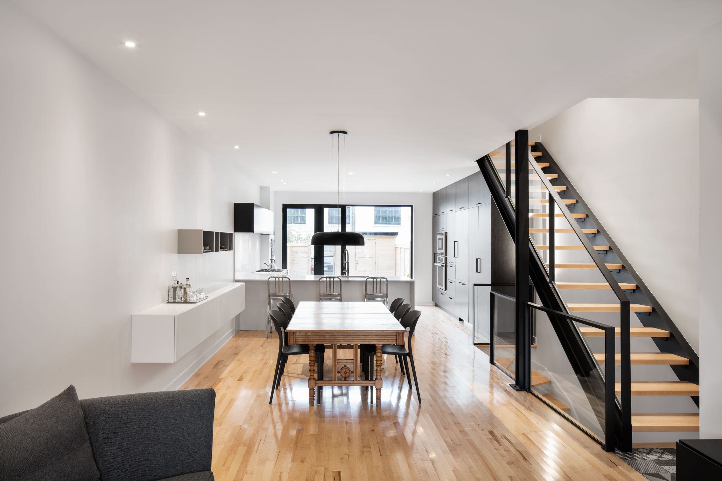 Maître Carré Designs a Private Residence in Montreal, Canada