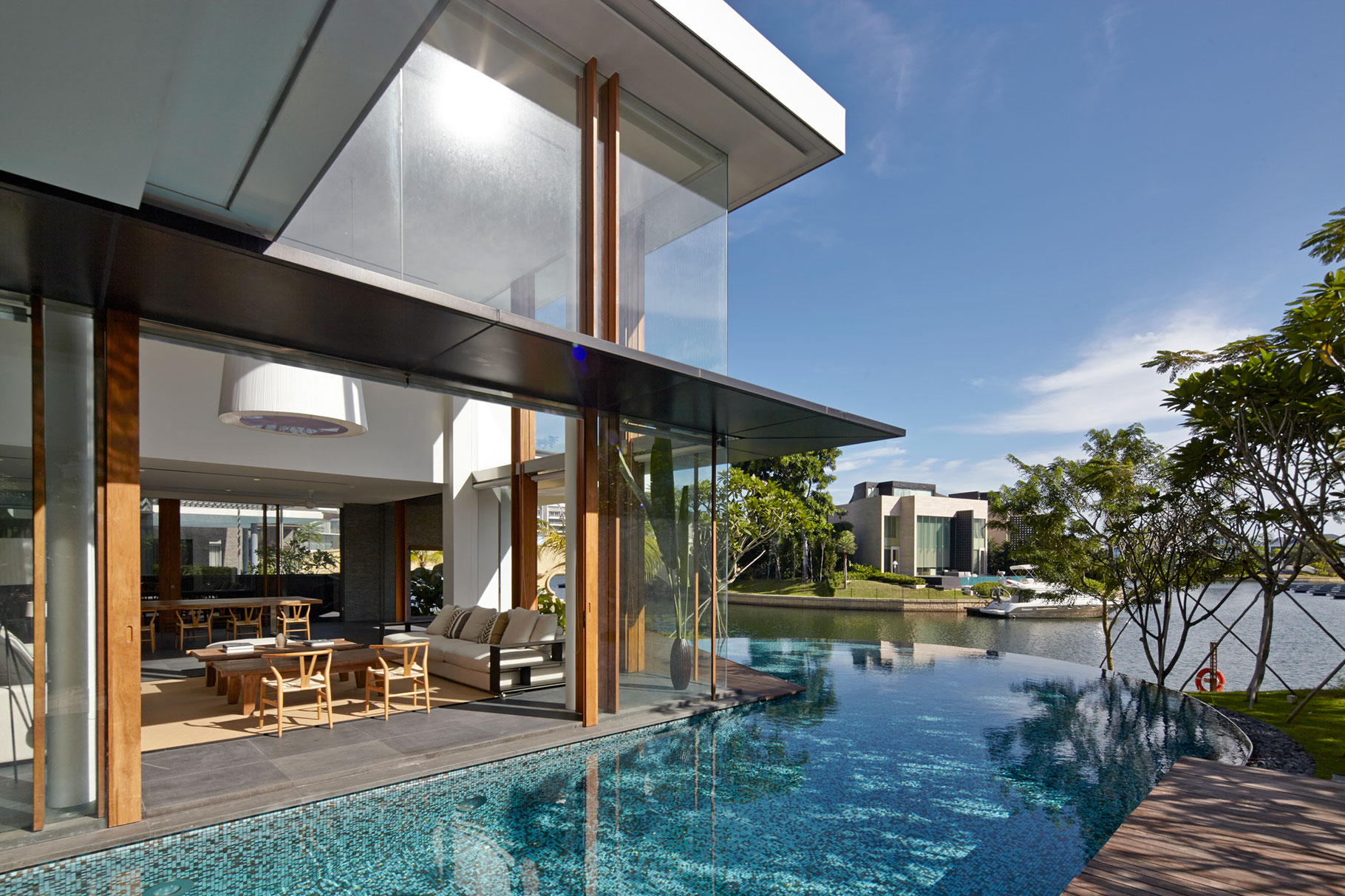 Robert Greg Shand Architects Design a Spectacular Contemporary Home in Singapore
