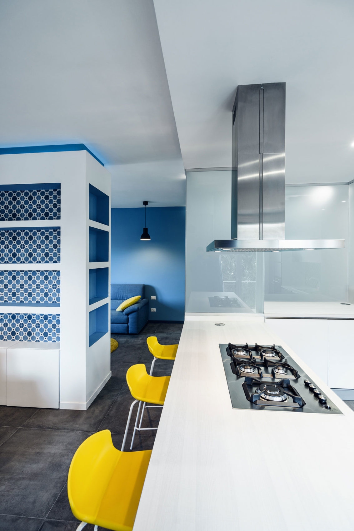 Prismatic Blue Apartment by Brain Factory (6)