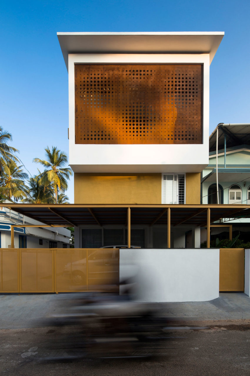 The Breathing Wall Residence by LIJO.RENY Architects (1)