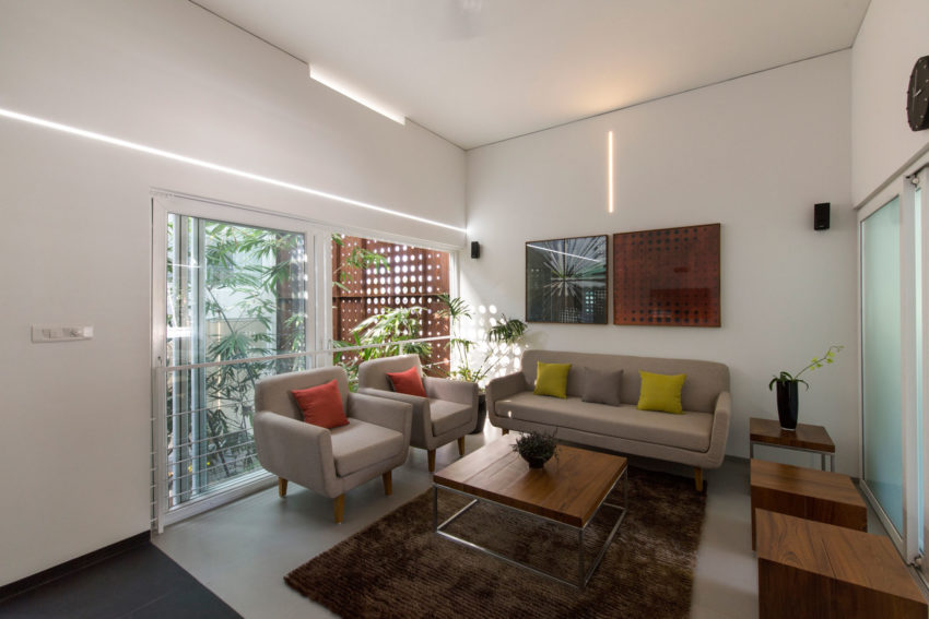 The Breathing Wall Residence by LIJO.RENY Architects (9)