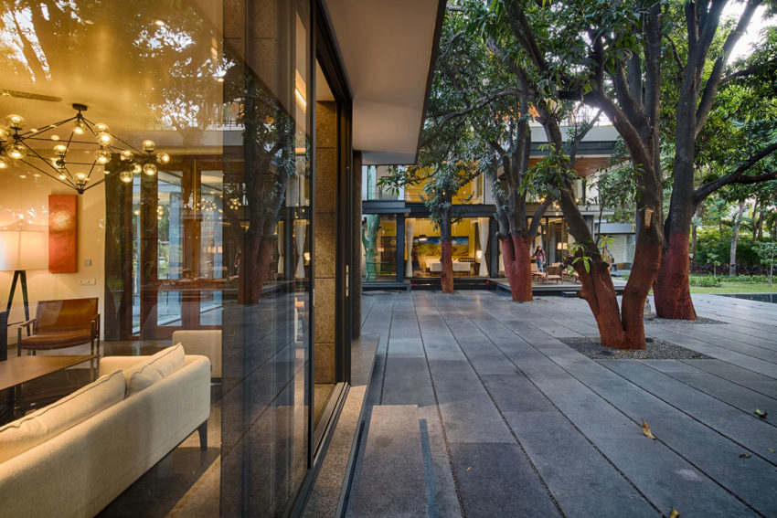 The Mango Tree House by Ujjval Panchal + Kinny Soni (17)
