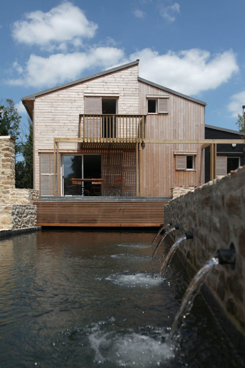 patrice bideau architecte creates a bioclimatic house in port of saint goustan. Black Bedroom Furniture Sets. Home Design Ideas