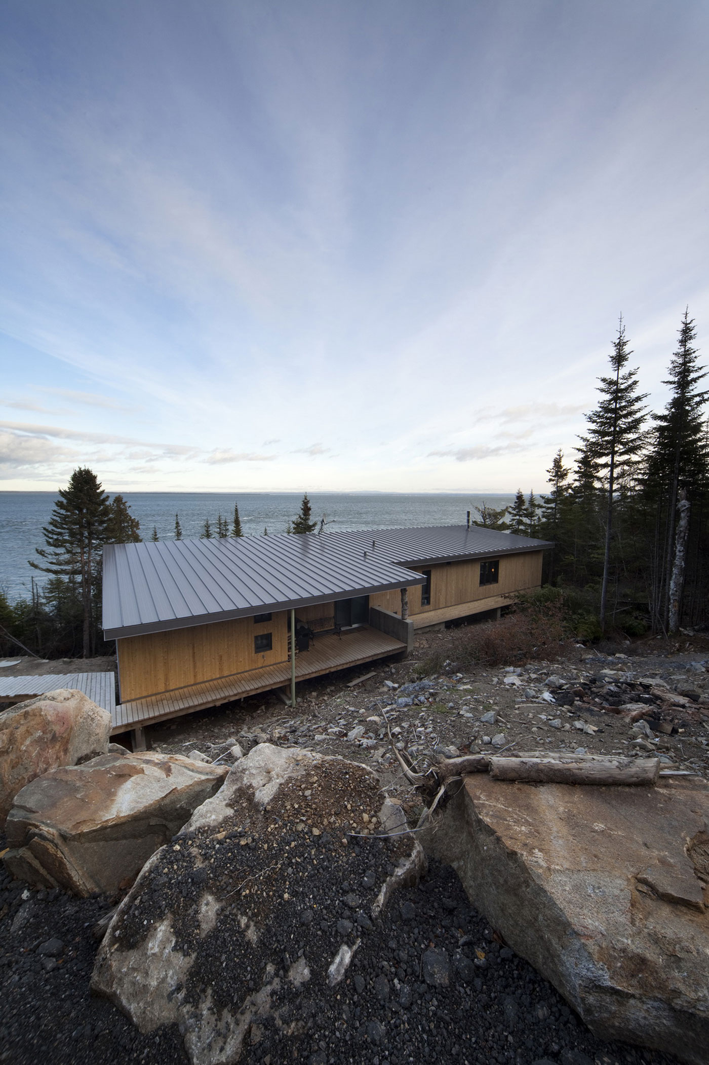 Architecture Casa Designs a Home Perched on the Rocks in Saint-Siméon