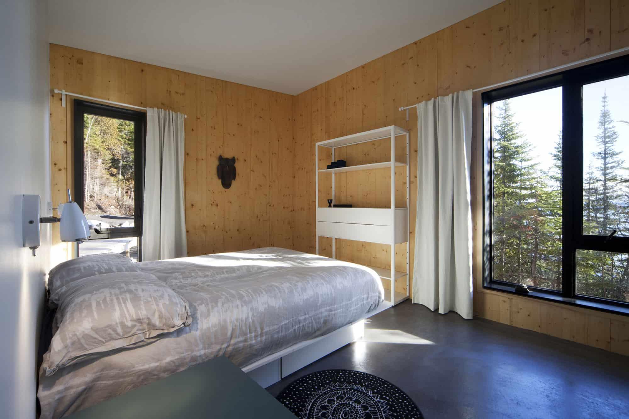 Architecture Casa Designs a Home Perched on the Rocks in Saint-Siméon