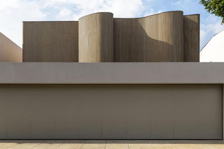 DS House by Studio Arthur Casas (1)