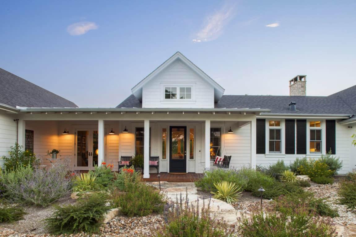 Elegant Farmhouse by Vanguard Studio Inc (4)