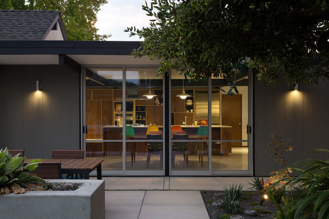Renewed Classic Eichler by Klopf Architecture (24)