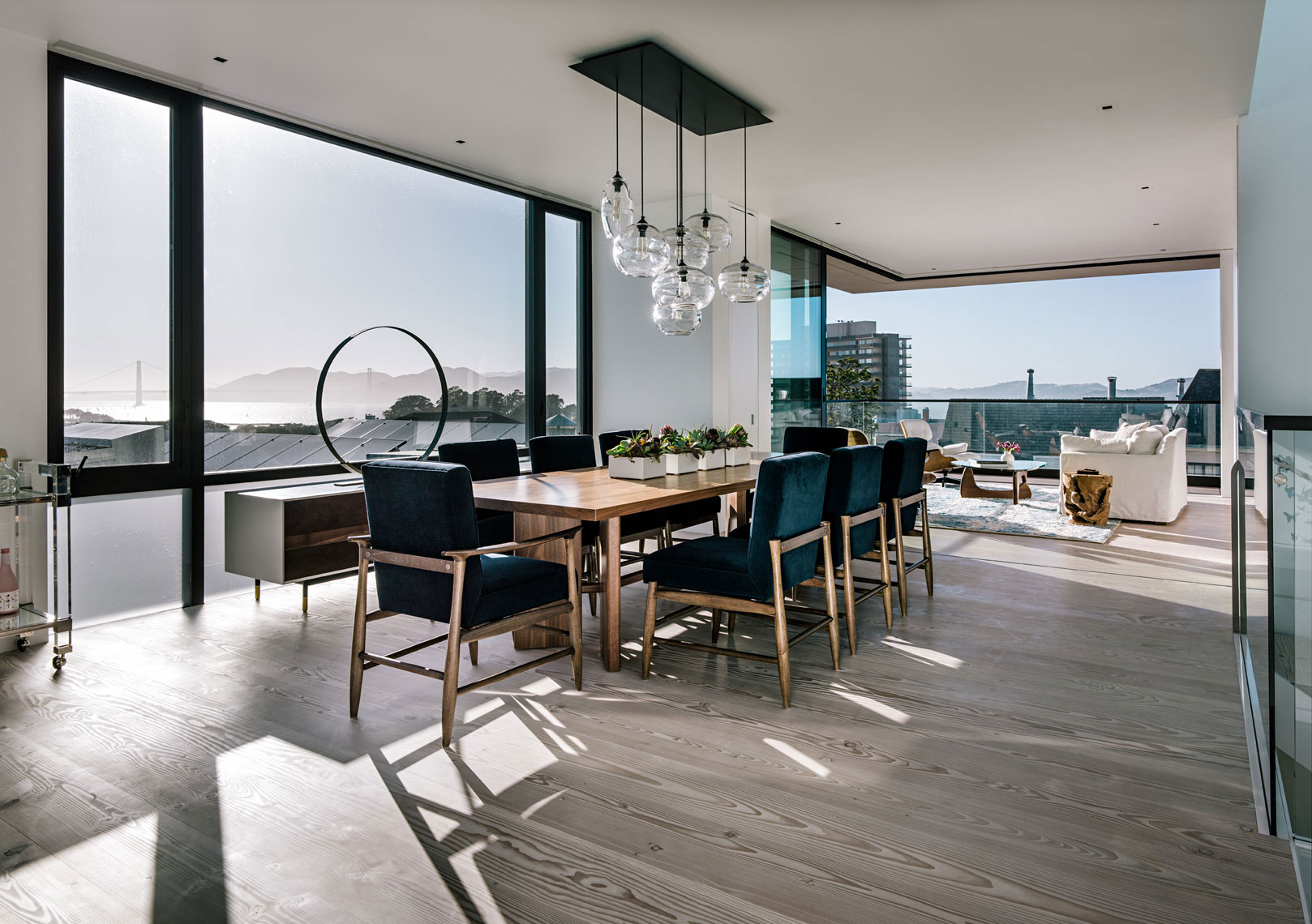 John Maniscalco Architecture Designs an Elegant Contemporary Home ...