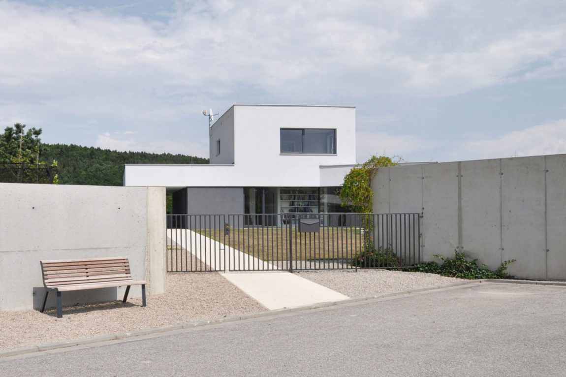 Family House at the End of the Town by ATELIER 111 (2)