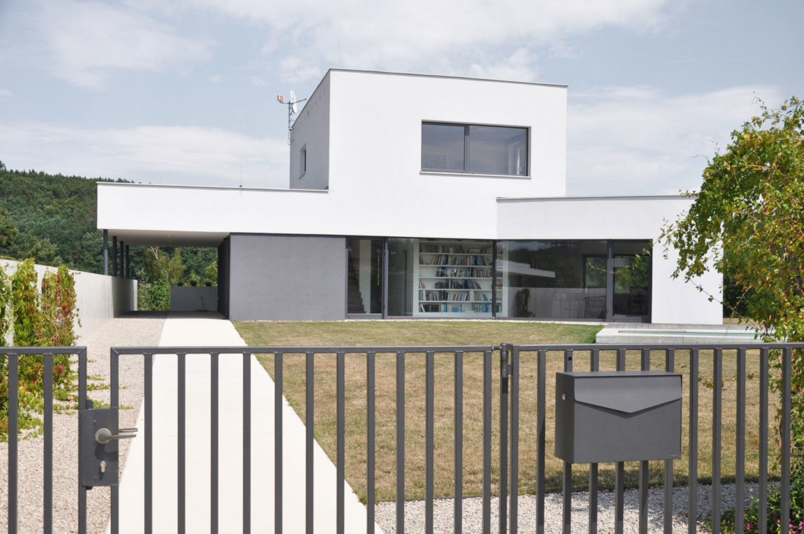 Family House at the End of the Town by ATELIER 111 (3)