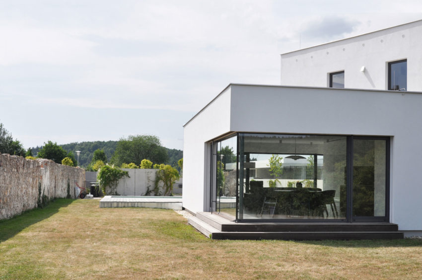 Family House at the End of the Town by ATELIER 111 (8)