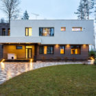 Home in the Banks of Lake by Architectural Bureau A2 (42)