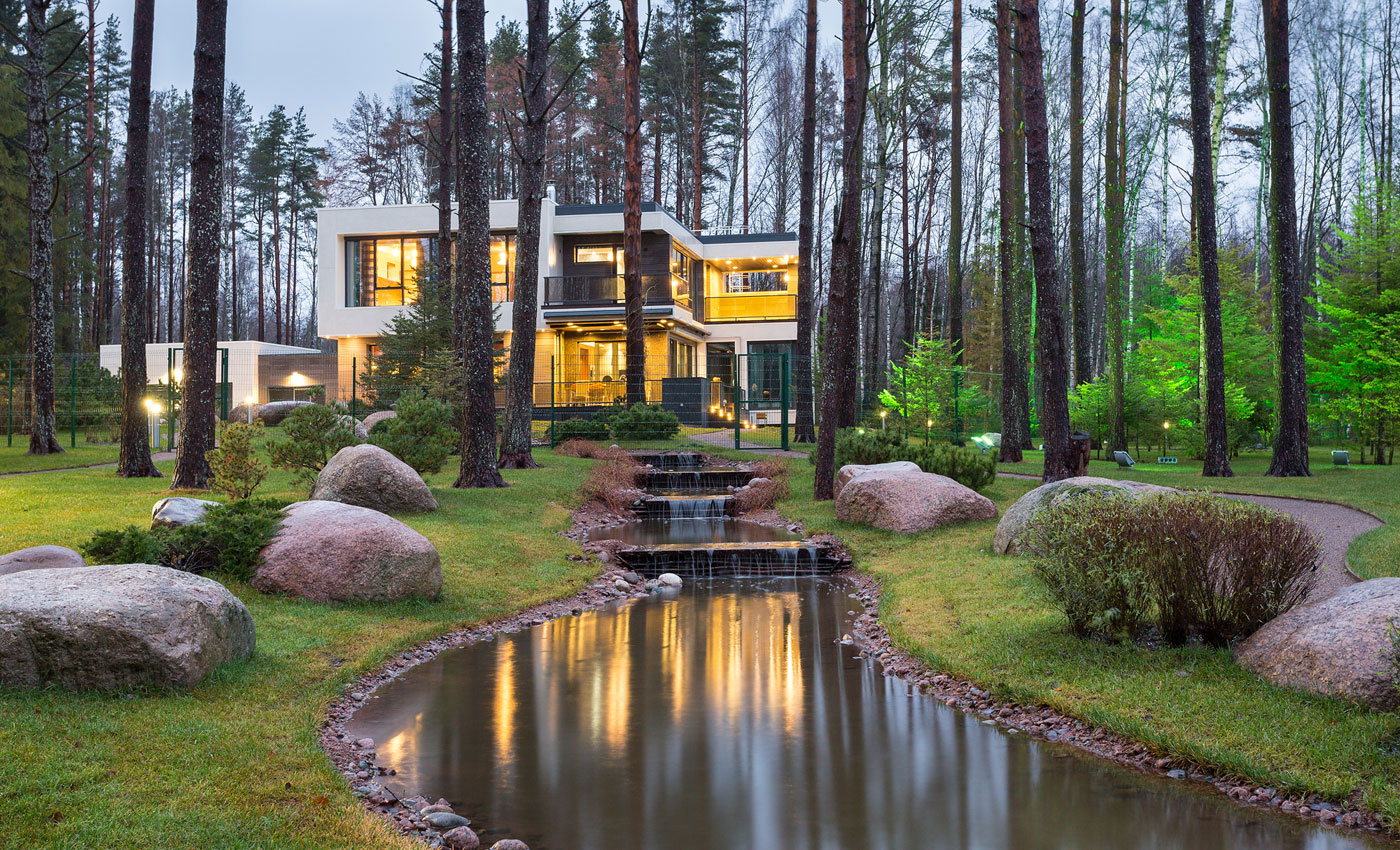 The Architectural Bureau A2 Designs a Home in the Banks of a Lake in St. Petersburg