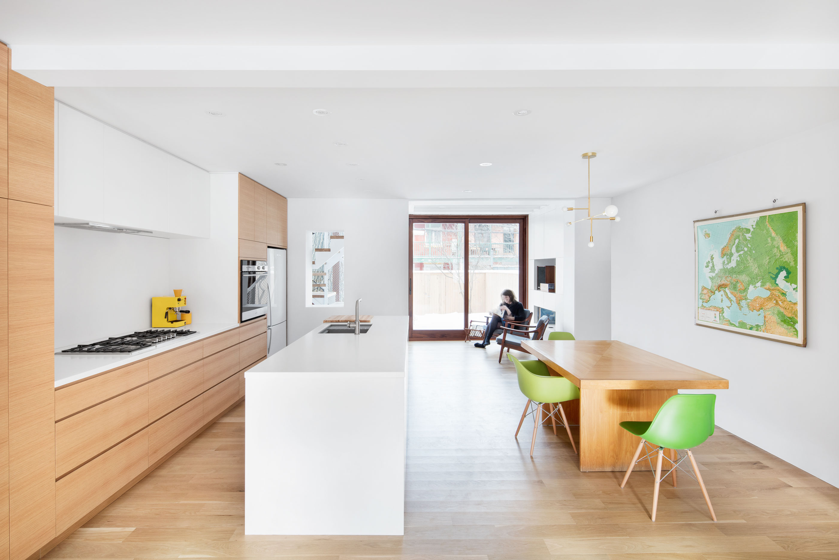 Microclimat Design a Contemporary Residence in Montreal Canada
