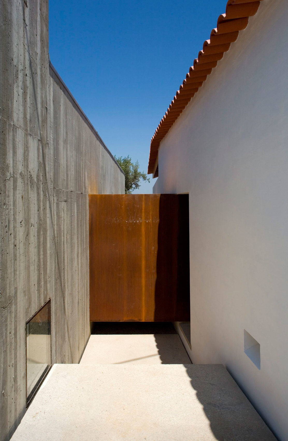 House in Chamusca Da Beira by João Mendes Ribeiro (11)