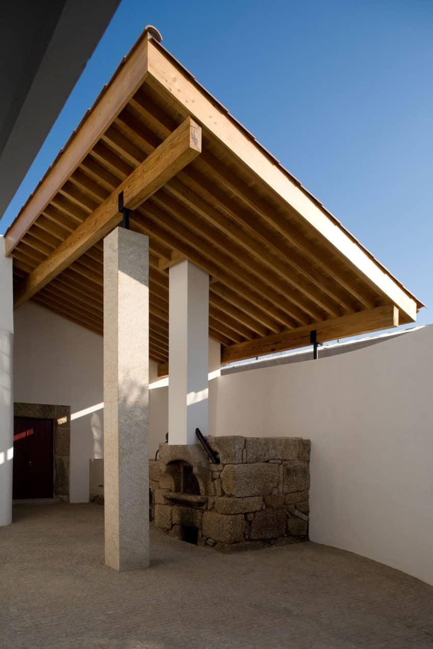 House in Chamusca Da Beira by João Mendes Ribeiro (13)