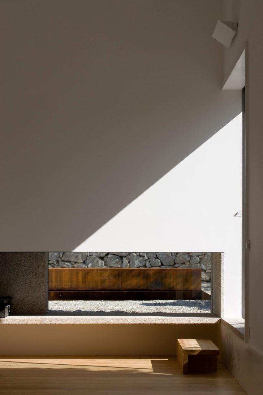 House in Chamusca Da Beira by João Mendes Ribeiro (23)