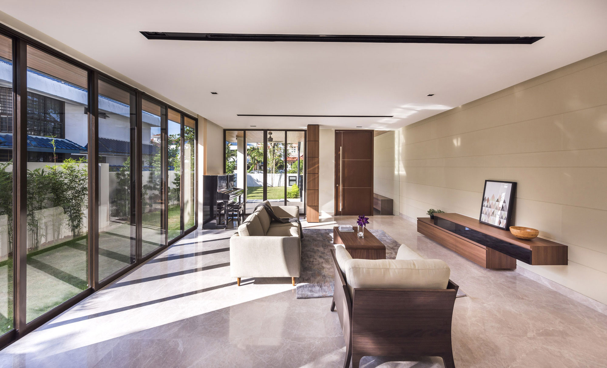 A Spacious and Elegant Contemporary Home in Singapore