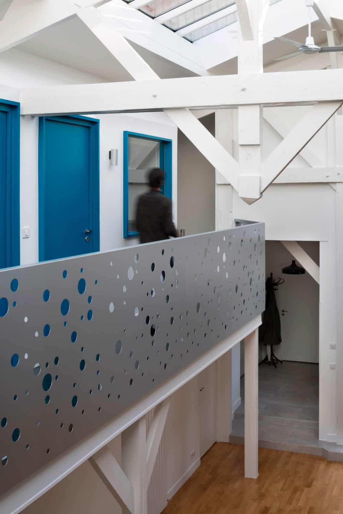 Loft in an Old Carpentry by Agnès et Agnès (12)