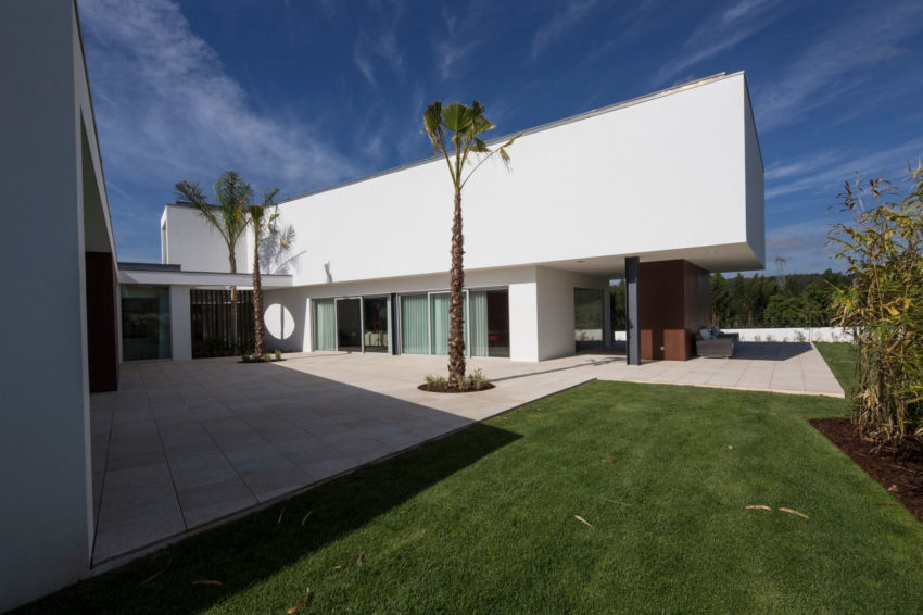 P.L. House by Atelier J. A. Lopes da Costa (4)