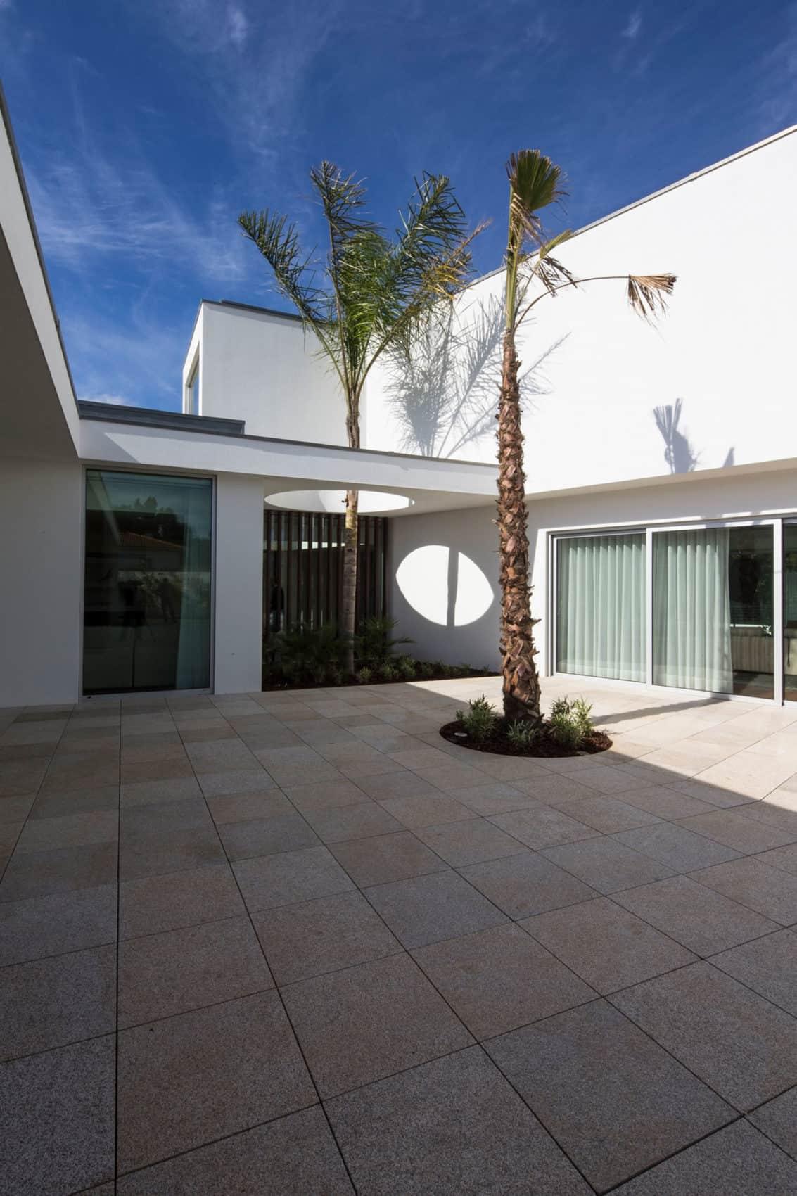 P.L. House by Atelier J. A. Lopes da Costa (5)