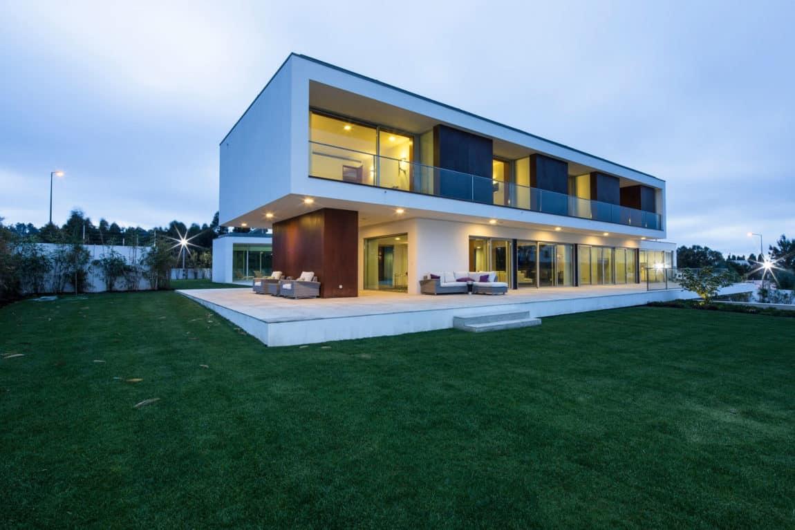 P.L. House by Atelier J. A. Lopes da Costa (18)