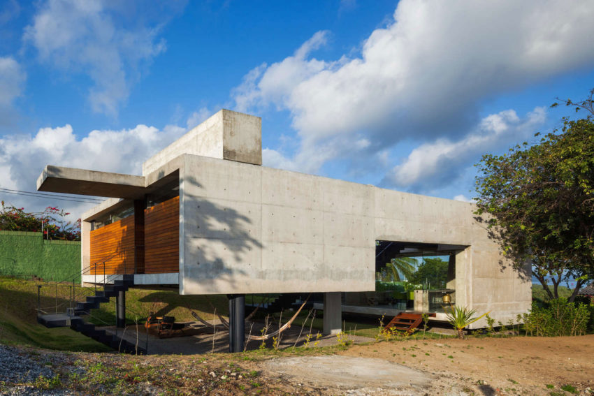 Two Beams House by Escritório Yuri Vital (1)