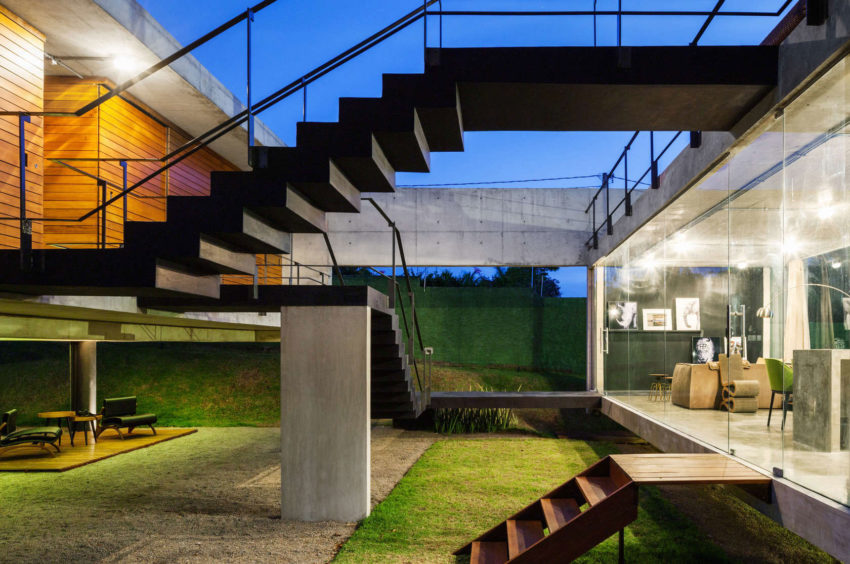 Two Beams House by Escritório Yuri Vital (23)