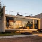 Two Beams House by Escritório Yuri Vital (24)