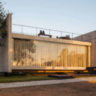 Two Beams House by Escritório Yuri Vital (25)