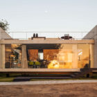 Two Beams House by Escritório Yuri Vital (26)