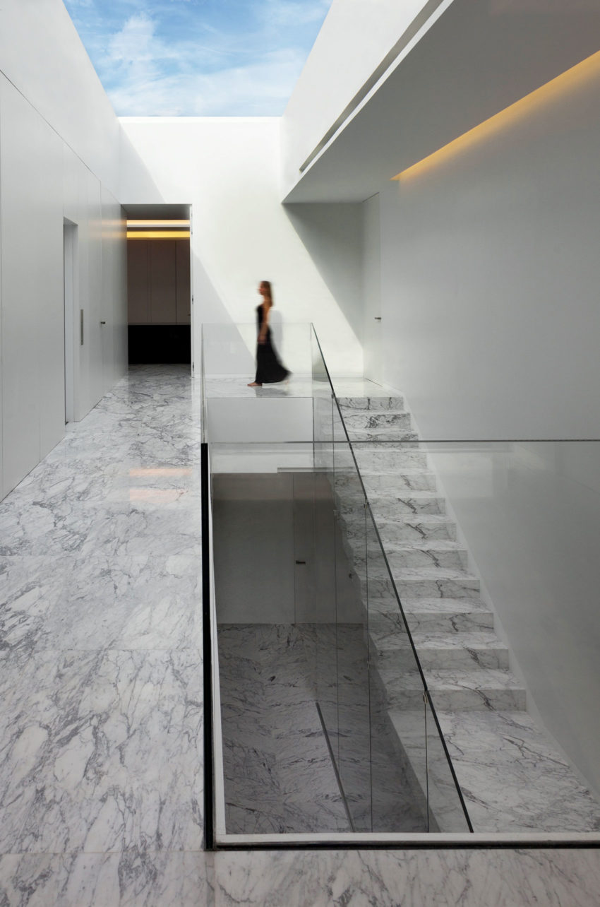 Aluminum House by Fran Silvestre Arquitectos (14)