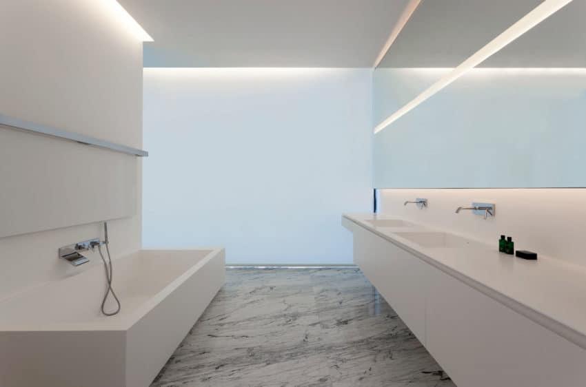 Aluminum House by Fran Silvestre Arquitectos (17)