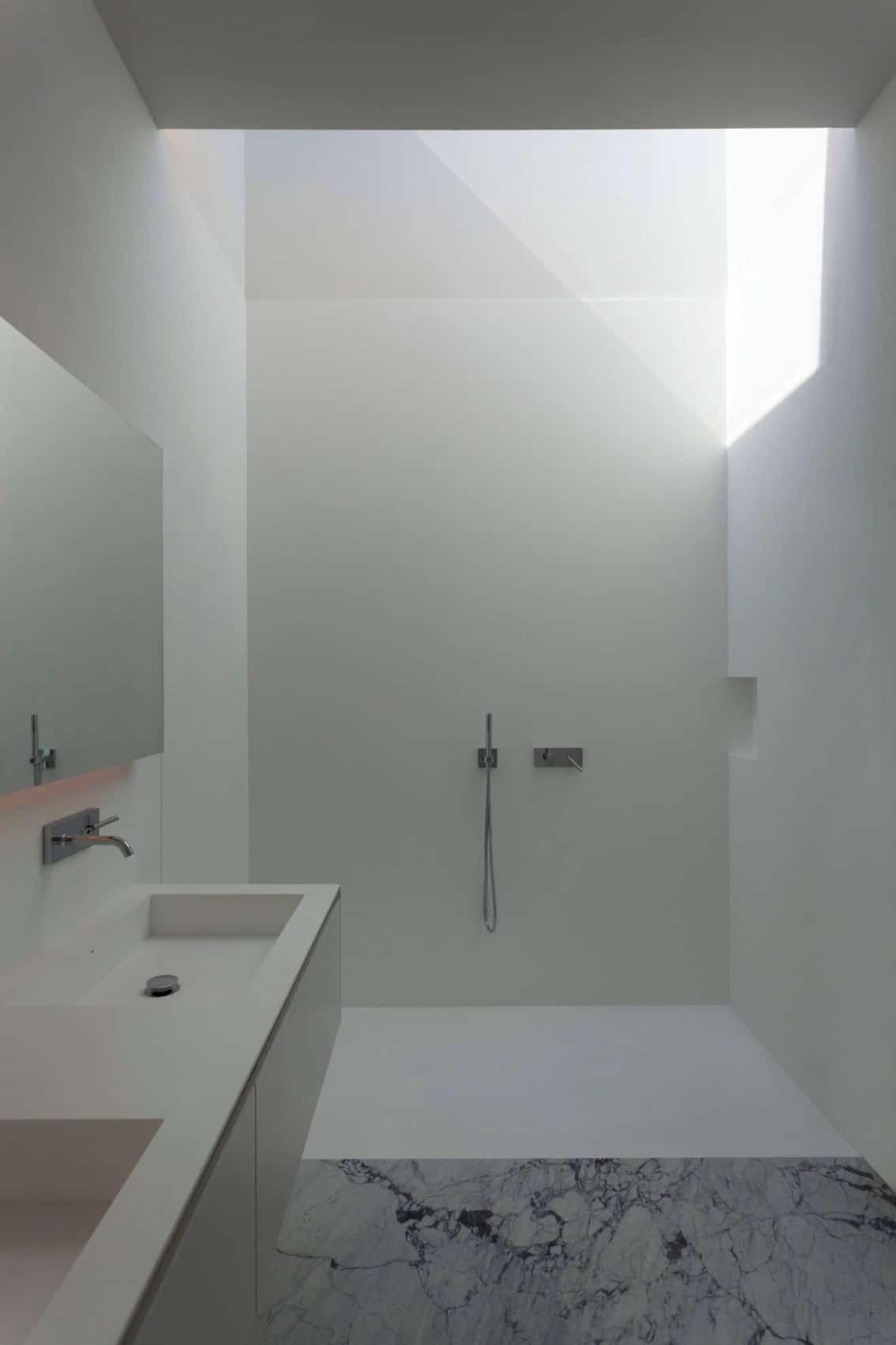 Aluminum House by Fran Silvestre Arquitectos (19)