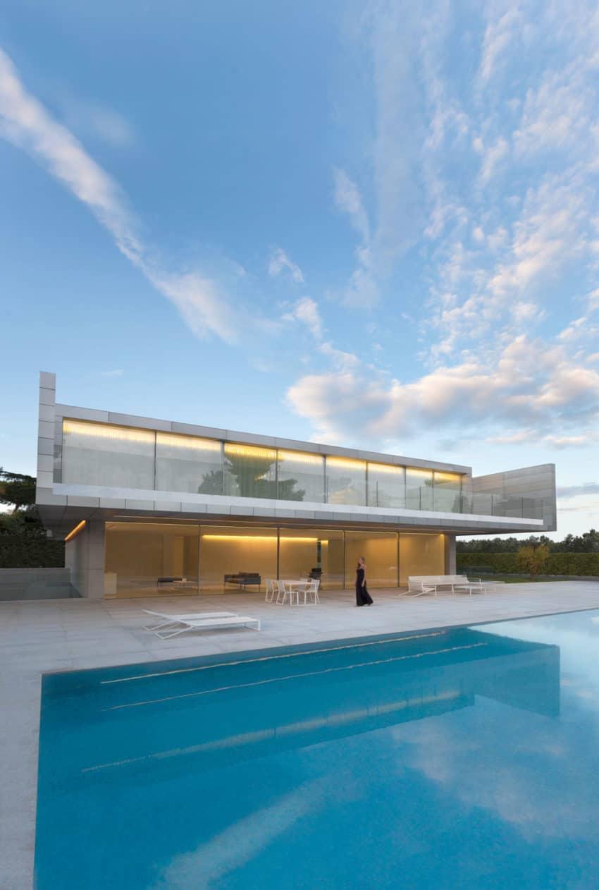Aluminum House by Fran Silvestre Arquitectos (24)