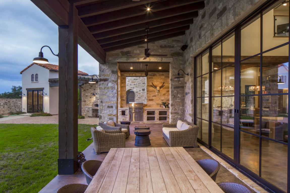 Contemporary Italian Farmhouse by Vanguard Studio Inc. (10)