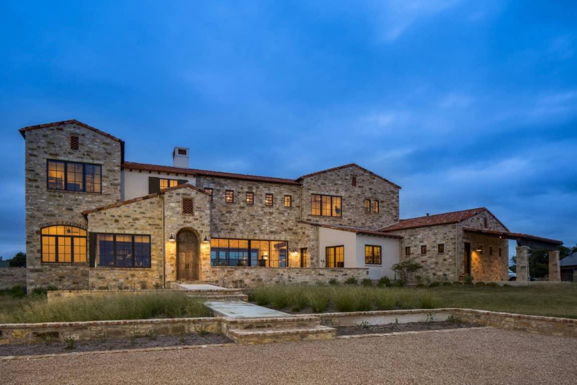 Contemporary Italian Farmhouse by Vanguard Studio Inc. (19)