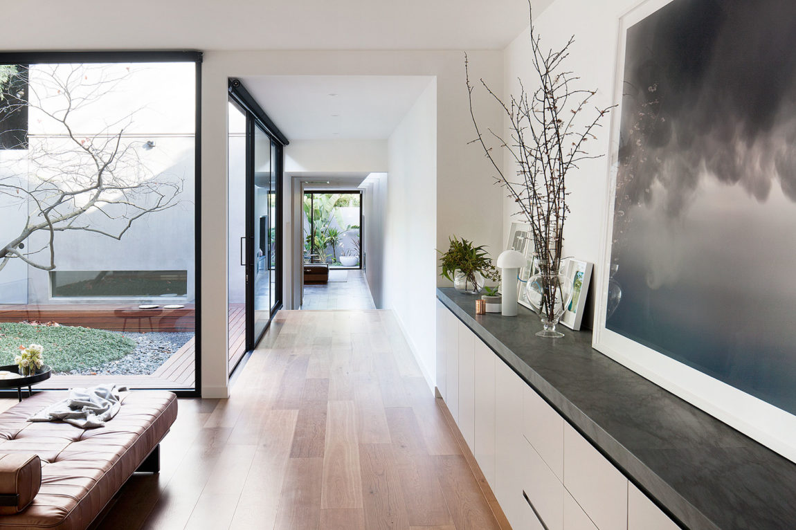 Courtyard House by Robson Rak Architects (3)