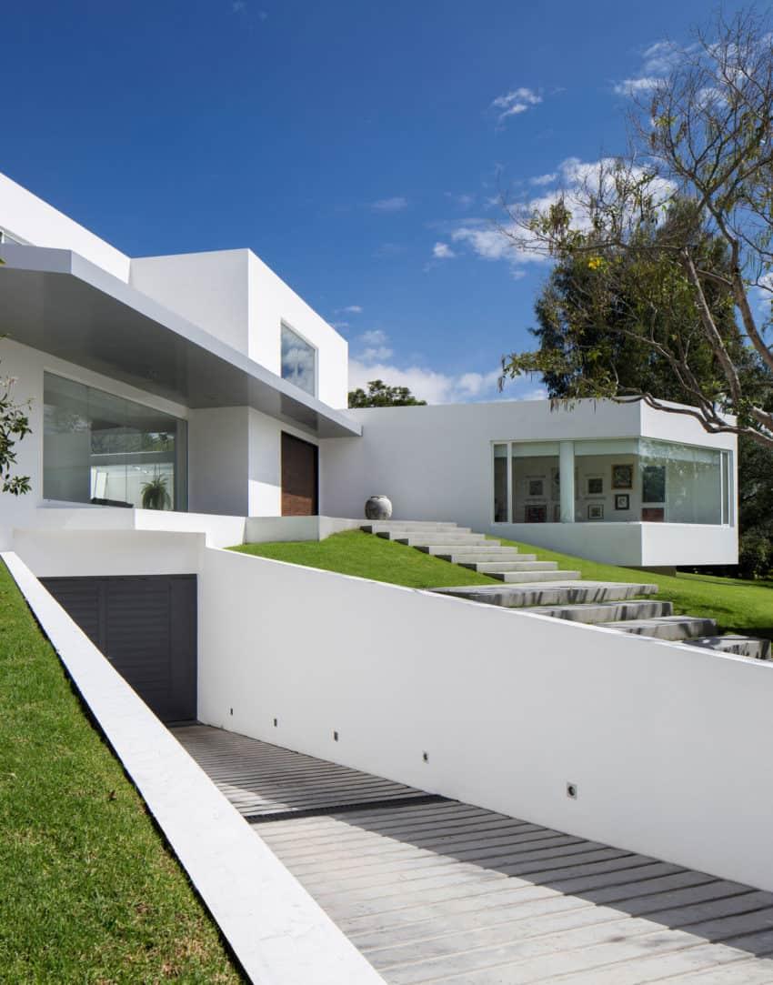 Cumbayá House by Diego Guayasamin Arquitectos (3)