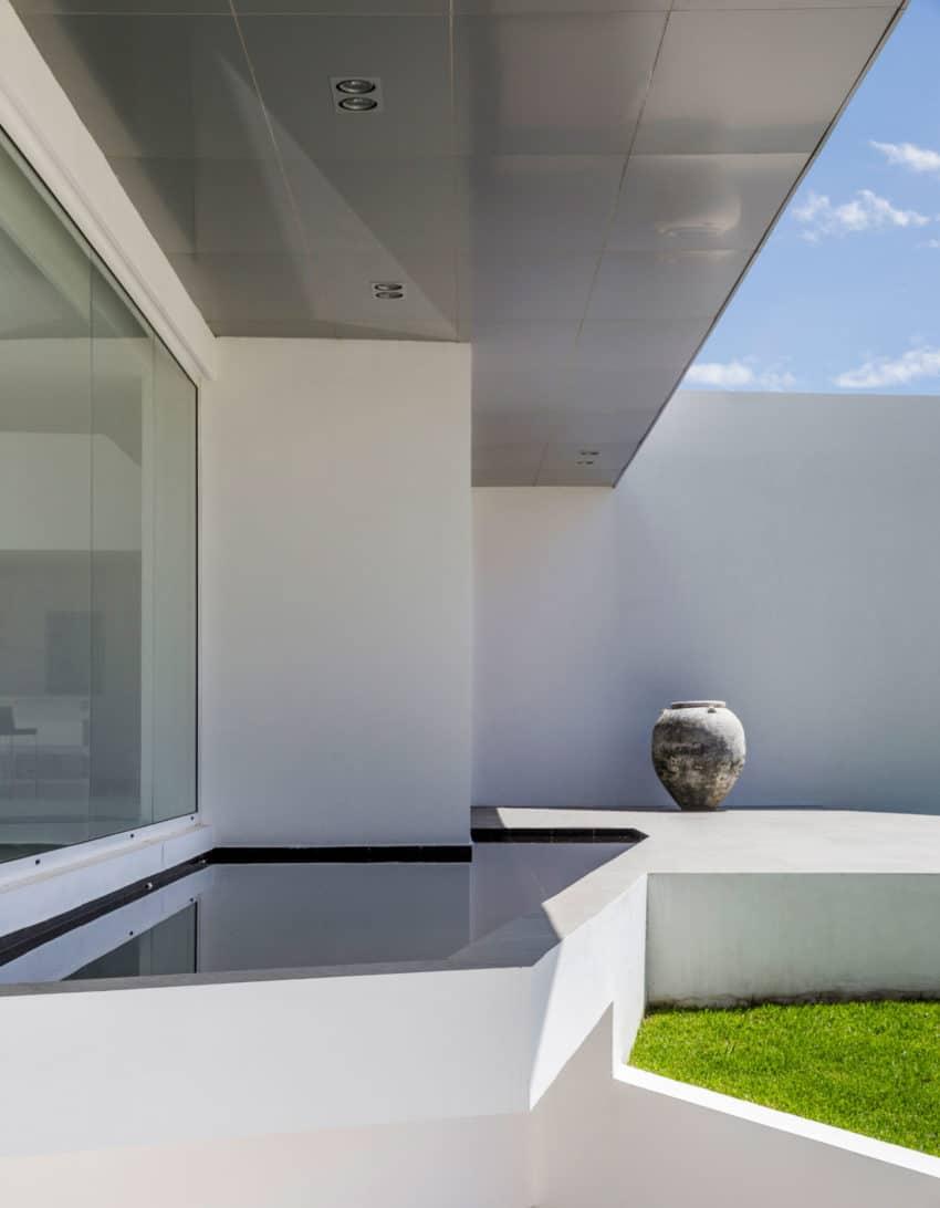 Cumbayá House by Diego Guayasamin Arquitectos (4)