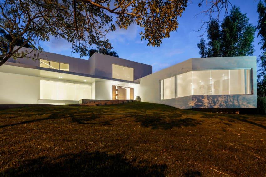 Cumbayá House by Diego Guayasamin Arquitectos (11)